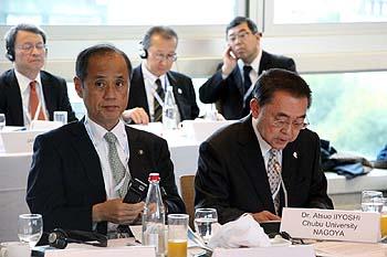 Monsieur Omori, maire d'Okayama et Monsieur Iiyoshi, président de l'Université Chubu