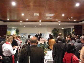 Discours de Son Excellence Monsieur Kenjiro Monji devant les nombreux invités.