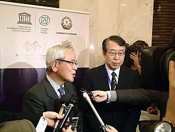 Interview du Docteur Aoyagi et de l'Ambassadeur Monji aprèsl'inscription du «Washoku»