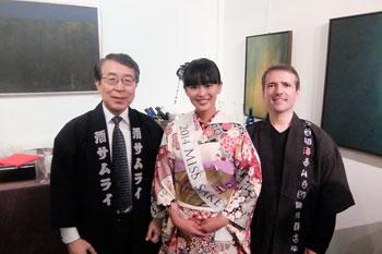 Miss Saké 2014 entourée de deux « Saké Samourais »