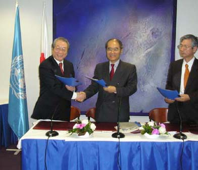 Mr Teiichi Sato, Permanent Delegate of Japan to UNESCO, Mr Koichiro Matsuura, Director-General of UNESCO and Mr Tadahiko Sakamoto, Chief Executive of PWRI